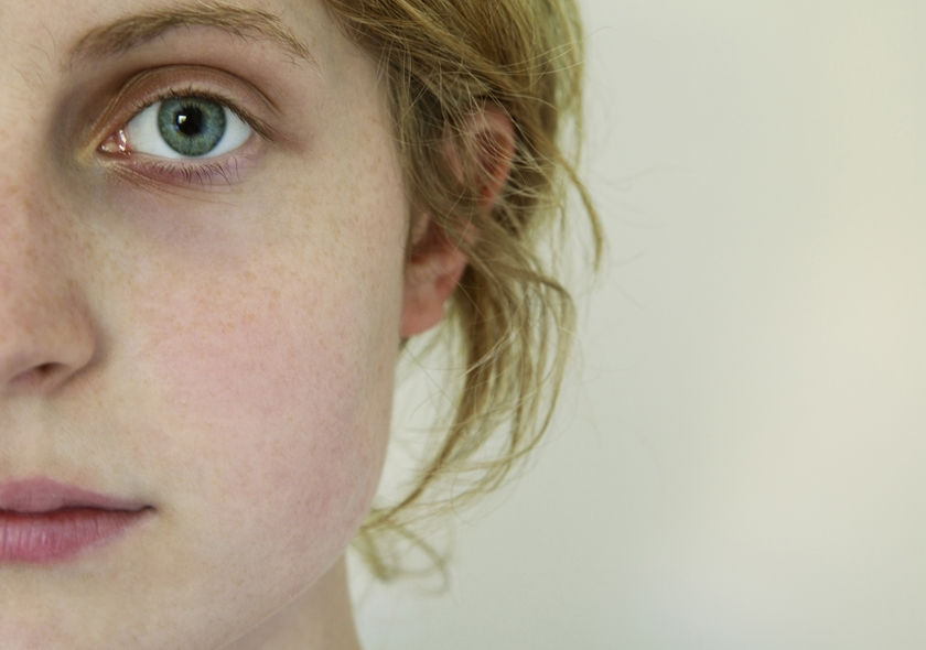 敏感肌について悩む女性