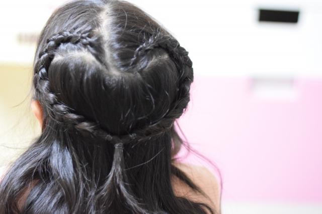 ハート形の髪型