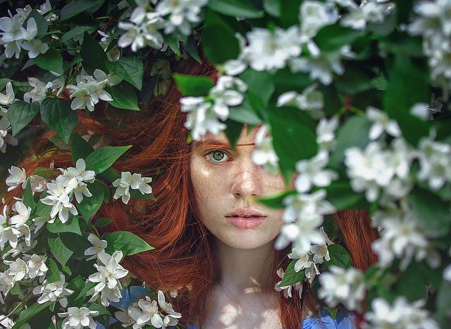 赤毛の女性