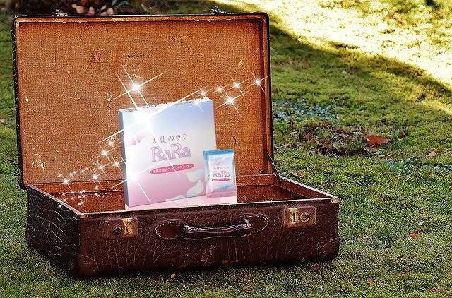 スーツケースを開くと